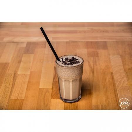 Milkshake glace vanille, purée fraise, lait et chamallows